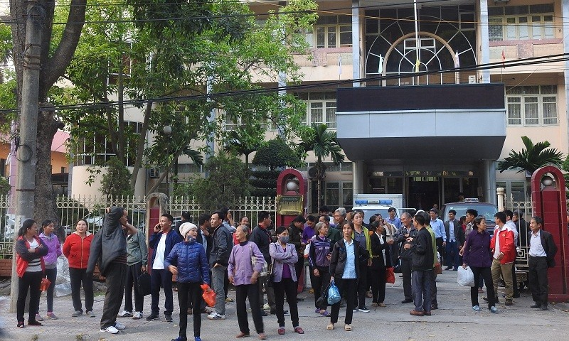 """Phiên tòa 147 hộ dân kiện UBND tỉnh Bắc Giang: Sổ xanh của dân bị """"vô hiệu hóa"""" bằng công văn"""