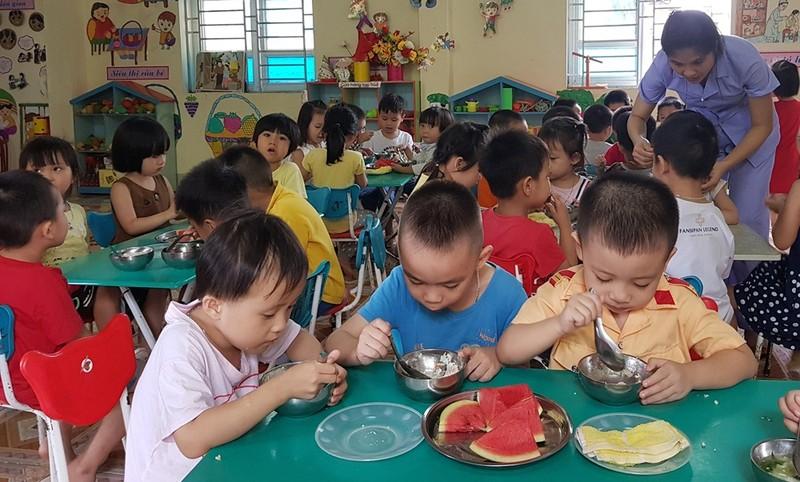 Hàng loạt các vụ ngộ độc thức ăn tập thể liên tiếp xảy ra đã gióng hồi chuông báo động chất lượng an toàn thực phẩm trong trường học khắp các nơi trên cả nước. Ảnh minh họa