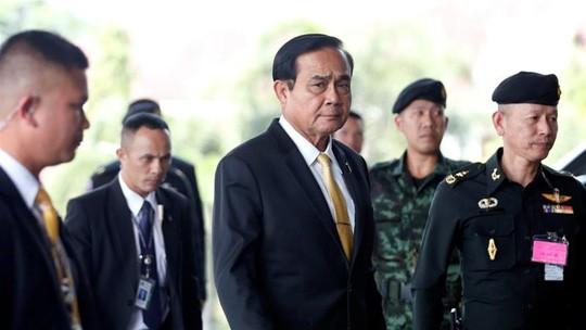 Thủ tướng Prayut Chan-o-cha gặp đại diện của các đảng chính trị hôm 7/12 Ảnh: Reuters/NLĐ