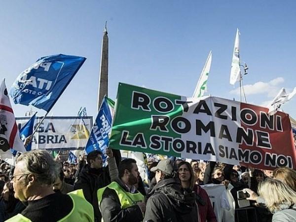 """Pháp vừa """"hạ nhiệt"""", biểu tình tiếp tục bùng phát ở Áo và Italy"""