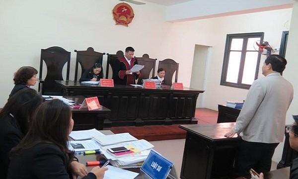 Phiên tòa xét xử sơ thẩm vụ án hành chính ông Hoàng Xuân Quế kiện quyết định hủy bằng tiến sĩ của Bộ GD&ĐT