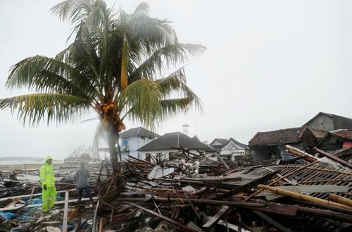 Indonesia cảnh báo về sóng lớn sau sóng thần chết người