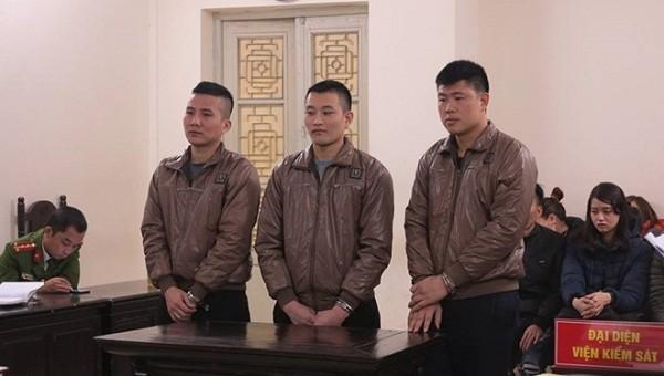 Các bị cáo tại tòa. Ảnh CAND