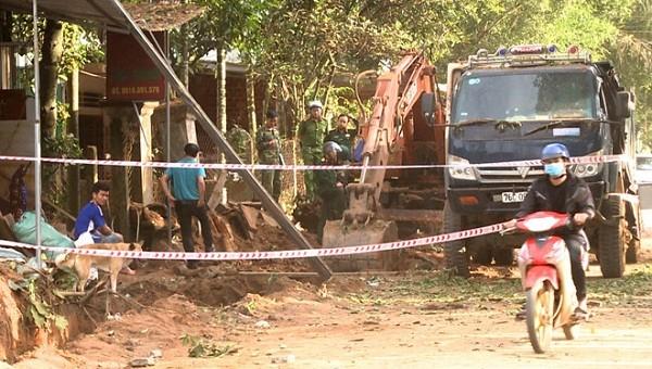 Cơ quan chức năng Quảng Ngãi phong tỏa khu vực xảy ra nổ mìn ở xã Hành Minh, huyện Nghĩa Hành. Ảnh: Minh Hoàng/Zing