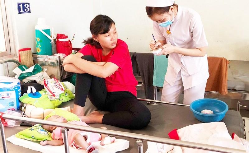 Các bệnh nhi đang điều trị sởi tại BV Nhi Đồng