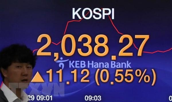 Bảng tỷ giá chứng khoán tại ngân hàng Hana ở thủ đô Seoul, Hàn Quốc. (Nguồn: Yonhap/TTXVN)
