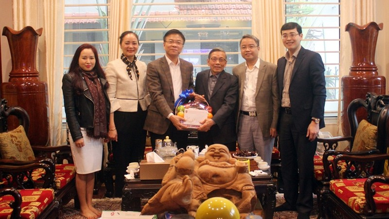 Bộ trưởng Lê Thành Long cùng đại diện lãnh đạo một số đơn vị thuộc Bộ thăm hỏi, tri ân nguyên Thứ  trưởng Nguyễn Văn Yểu