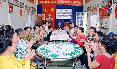 Một buổi họp Tổ tiết kiệm và vay vốn ấp 7A, xã Mỹ Yên, huyện Bến Lức, Long An