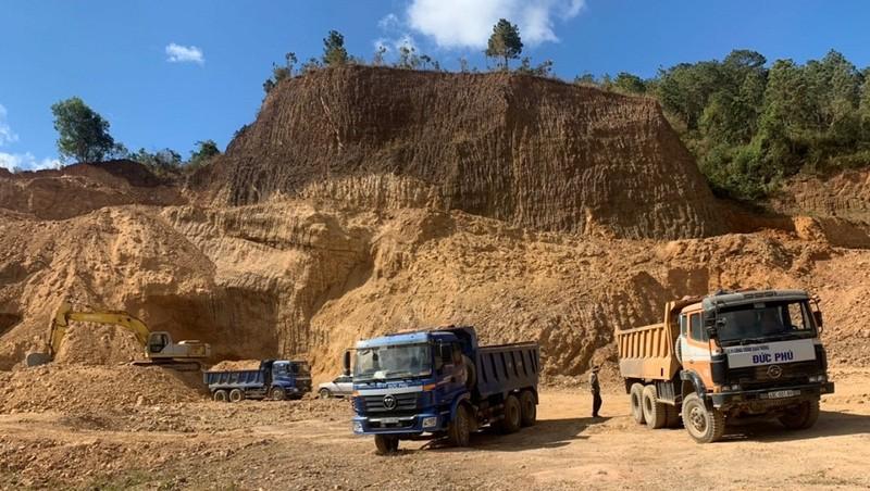 Công ty Đức Phú lại bị tố khai thác đất lấn sang phần đất của người khác