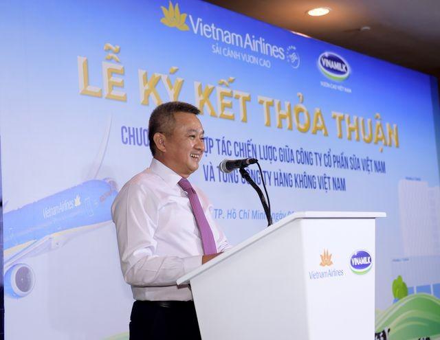 Ông Dương Trí Thành – Thành viên HĐQT, Tổng giám đốc Vietnam Airlines phát biểu tại buổi lễ ký kết (Ảnh: Lý Võ Phú Hưng)