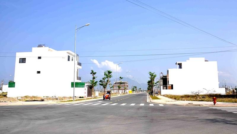 Theo tìm hiểu của phóng viên, khu đất tại Khu đô Thị Vĩnh Thái nay có giá từ 18 triệu đến hơn 23 triệu đồng trên mét vuông