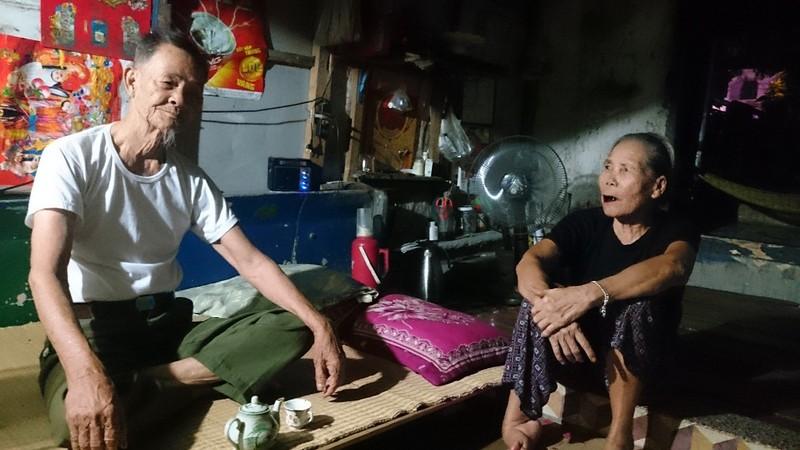 Ông Súng và bà Ái hạnh phúc trong cảnh nghèo chông chênh