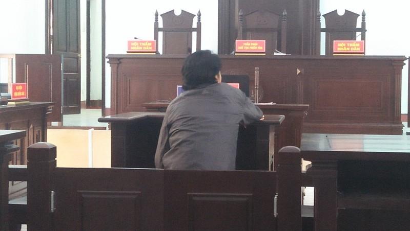 Tòa quyết định xử phạt bị cáo một năm tù treo