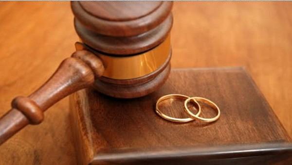 """""""Chung sống như vợ chồng"""" với người khác đến mức nào thì phạt tiền, mức nào bị tù?"""