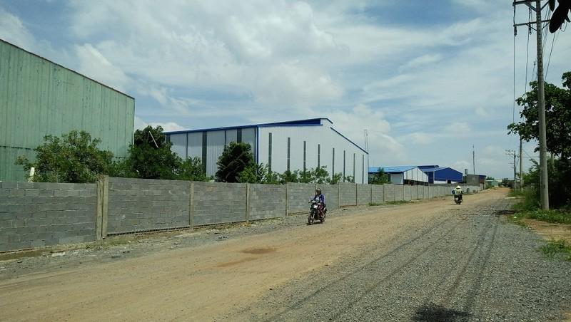 """Một góc cụm """"khu công nghiệp"""" Phước Tân"""