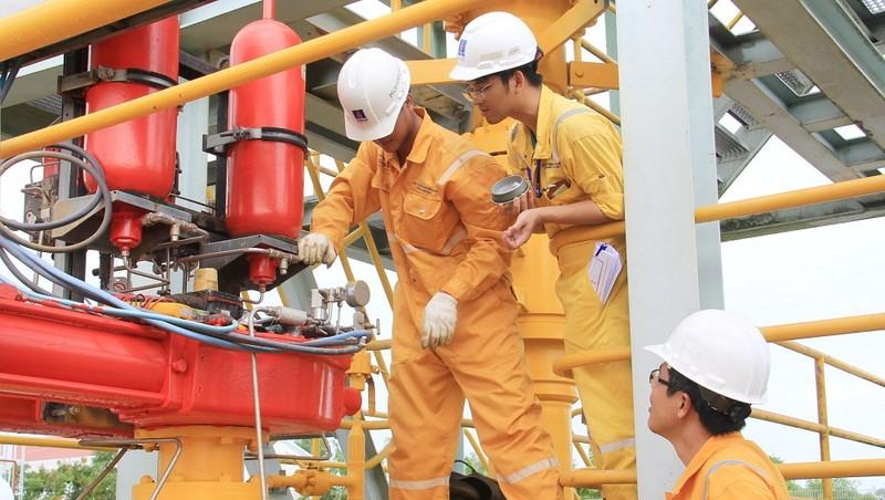 Hệ thống cung cấp khí để phát điện tại Nhà máy điện khí Cà Mau của PVN