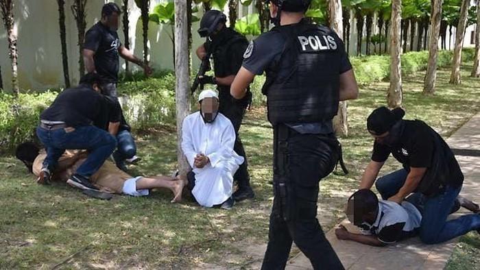 Malaysia bắt giữ 9 nghi phạm khủng bố