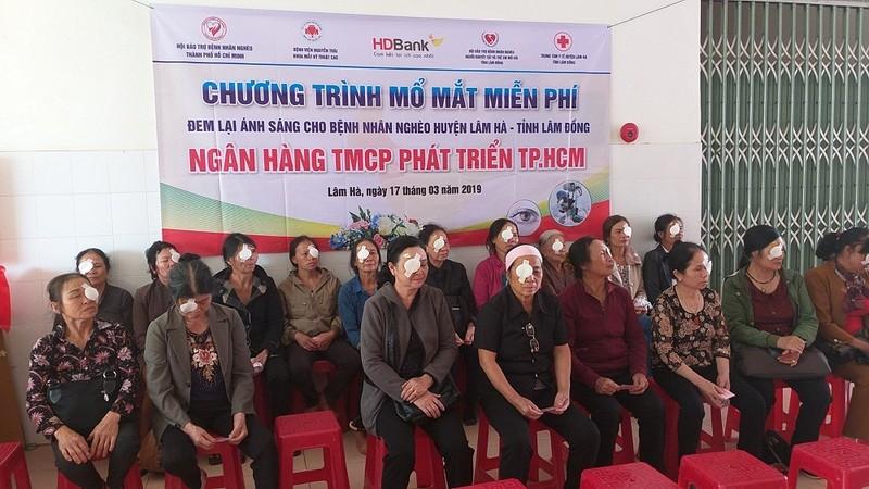 HDBank mang ánh sáng đến cho 300 người nghèo bị đục thủy tinh thể tại Lâm Đồng