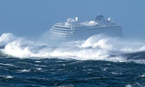 Na Uy giải cứu hơn 1.300 hành khách trên tàu du lịch gặp nạn ngoài khơi