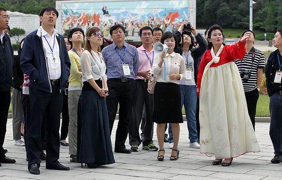 Những hình ảnh du khách nước ngoài tới thăm Triều Tiên. Ảnh minh họa