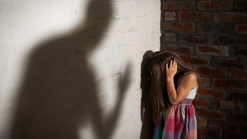 Nước mắt người đàn ông 55 tuổi sàm sỡ bé gái