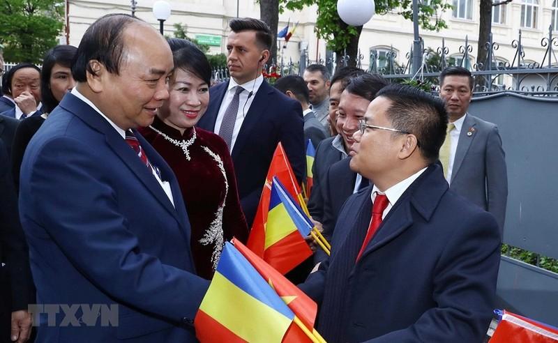 Thủ tướng Nguyễn Xuân Phúc gặp mặt cộng đồng người Việt tại Romania