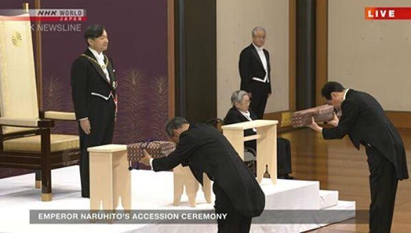 Tân Nhật hoàng Naruhito được trao báu vật thiêng tại lễ đăng cơ
