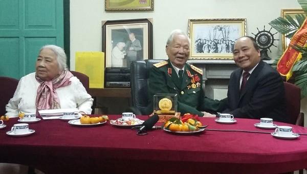 Thủ tướng Nguyễn Xuân Phúc trong một lần thăm Đại tướng Lê Đức Anh và Phu nhân