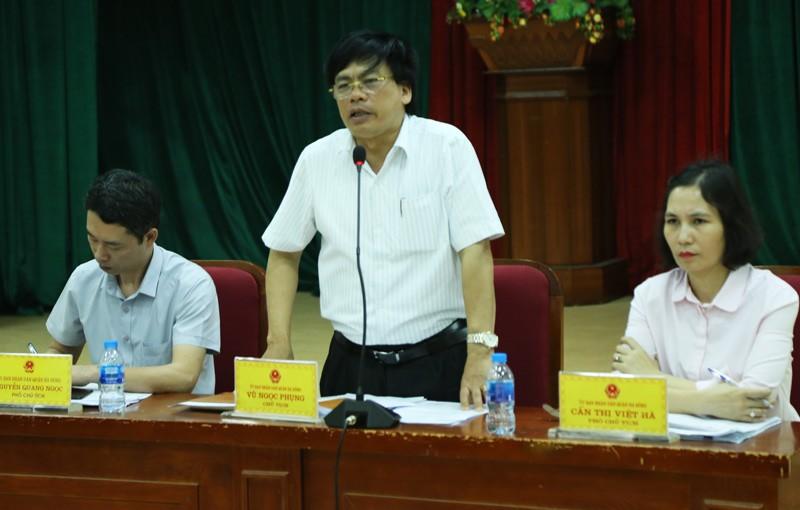 Ông Vũ Ngọc Phụng phát biểu đối thoại với dân (ảnh kinhtedothi.vn)