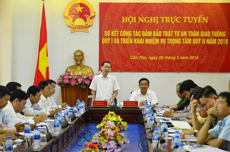 Chủ tịch UBND TP Cần Thơ Võ Thành Thống cho rằng, lái xe không chỉ học về kỹ năng mà còn trau dồi thêm về hiểu biết pháp luật và đạo đức khi cầm lái