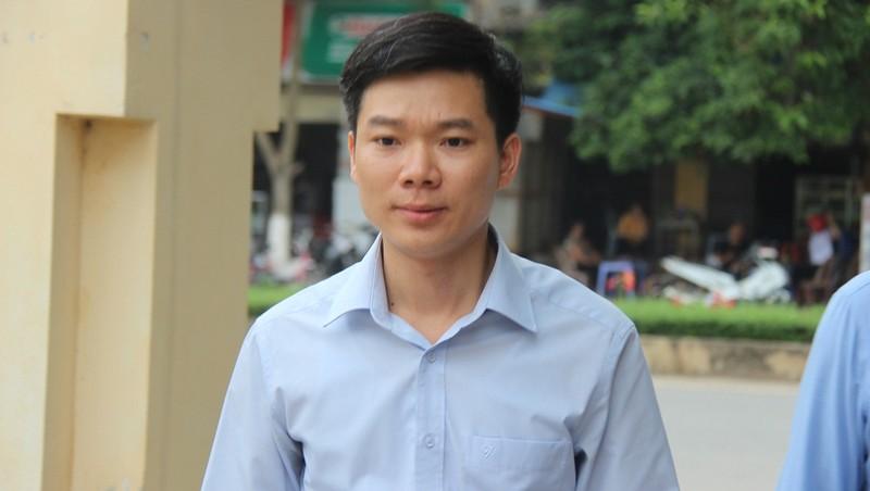 Bị cáo Hoàng Công Lương rời tòa sau khi HĐXX quyết định hoãn xử