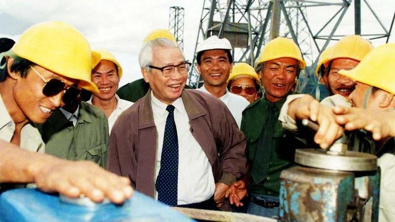 Thủ tướng Võ Văn Kiệt trên công trường đường dây 500 kV