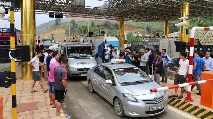 Người dân phản đối thu phí tại BOT Hòa Lạc- Hòa Bình