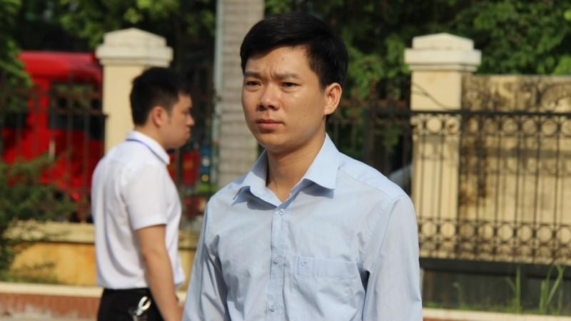 Bị cáo Hoàng Công Lương buồn bã rời tòa
