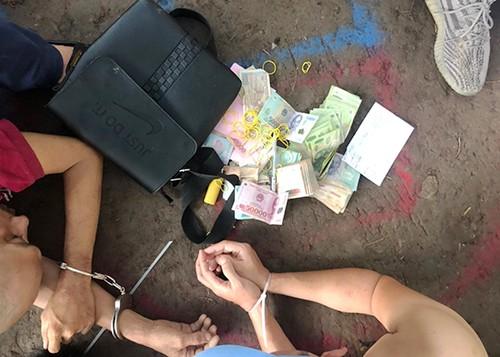 Tiền cờ bạc của một người chơi. Ảnh: Quốc Thắng.
