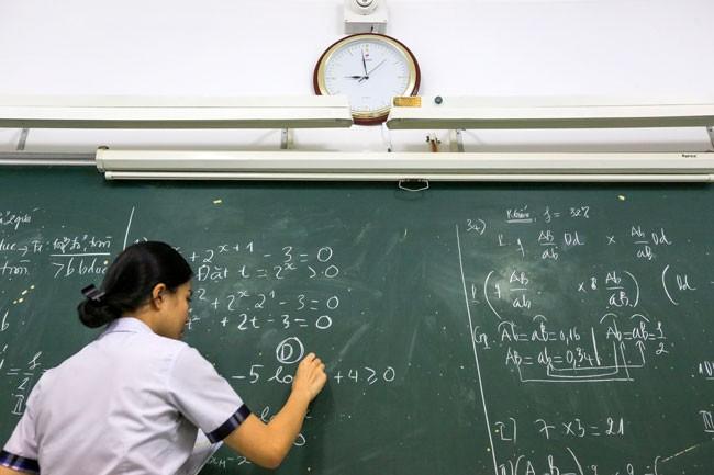 Học sinh trường THCS-THPT Trần Cao Vân (cơ sở quận Gò Vấp, TP HCM) trong giờ ôn tập Toán. Ảnh: Quỳnh Trần.