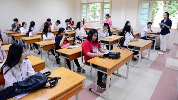 Thí sinh đến nghe quy chế, làm thủ tục dự thi tại Hà Nội