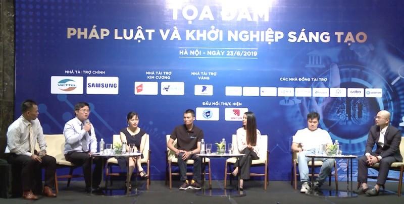Chủ tịch HĐQT Công ty CPĐT Fintech Green Đoàn Trung Duy (người ngoài cùng bên phải) tham gia tọa đàm Pháp luật và khởi nghiệp sáng tạo