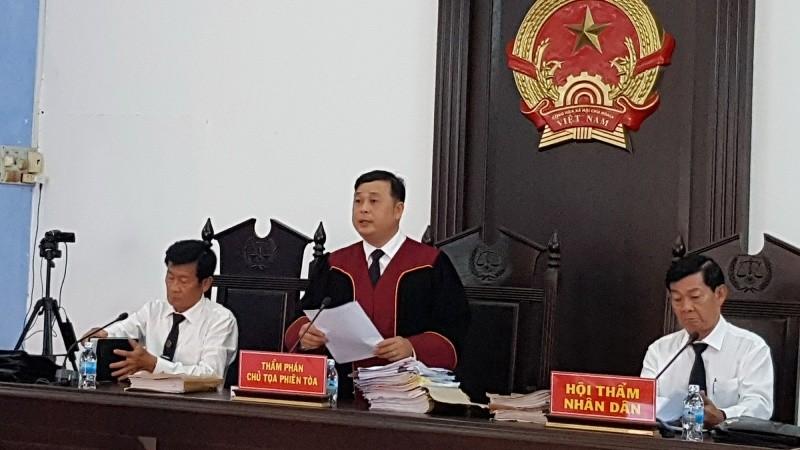 Hội đồng xét xử phiên sơ thẩm lần 2
