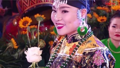 """""""Cô đồng"""" Hiền Ngân với danh xưng """"Nữ hoàng văn hóa tâm linh Việt Nam"""" khiến nhiều người… choáng váng!"""