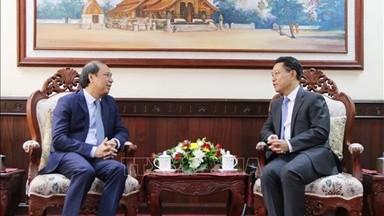 Bộ trưởng Ngoại giao Lào Saleumxay Kommasith tiếp Thứ trưởng Nguyễn Quốc Dũng. Ảnh: TTXVN