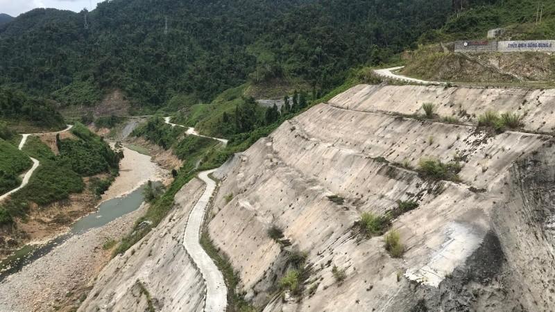 Hình ảnh trên lưu vực sông Vu Gia - Thu Bồn và nước sông cạn kiệt trong mùa khô năm nay