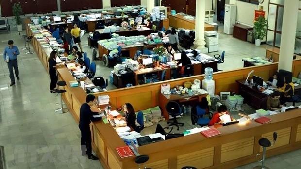 Hoạt động giao dịch tại Kho bạc Nhà nước Hà Nội. (Ảnh: Hoàng Hùng/TTXVN)