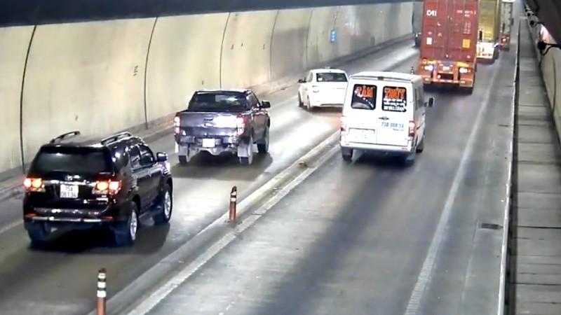 Hình ảnh một loạt xe ô tô vượt ẩu trong hầm Hải Vân