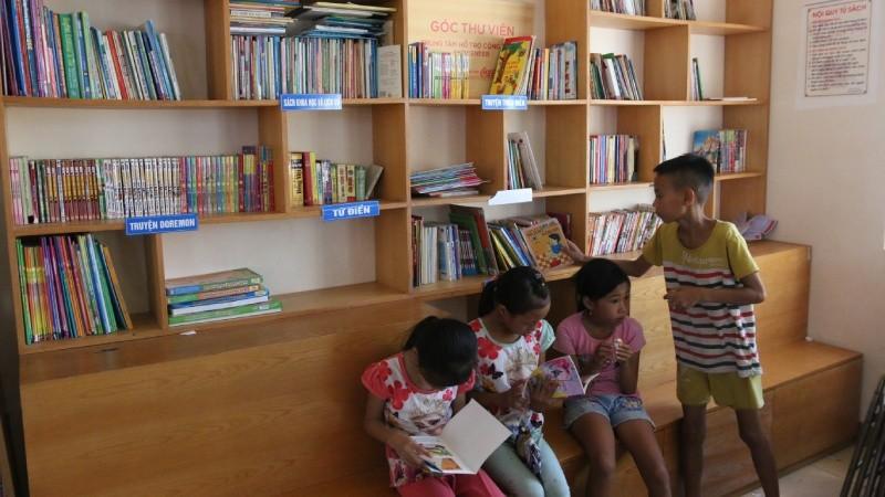 Sách là niềm ao ước của những đứa trẻ nơi đây