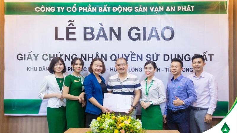 Công ty Vạn An Phát long trọng trao GCNQSDĐ cho khách hàng tại dự án Golden Town