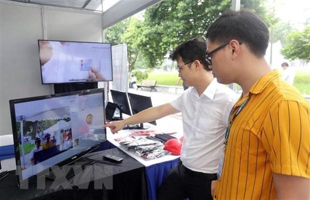 Gian trưng bày, triển lãm về trí tuện nhân tạo của Công ty cổ phần AMO-Z.com RUNSYSTEM tại Ngày hội trí tuệ nhân tạo. (Ảnh: Anh Tuấn/TTXVN)
