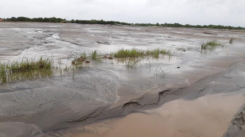 Một phần đất của ông Tùng sau khi cưỡng chế đang được bơm cát san lấp mặt bằng