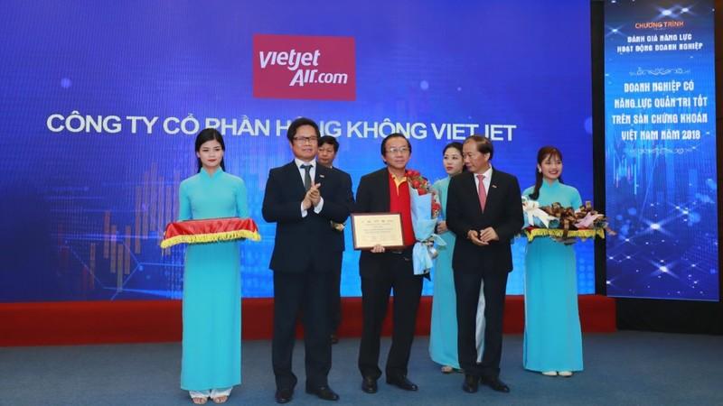Vinh danh 10 doanh nghiệp có năng lực tài chính, quản trị tốt nhất sàn chứng khoán Việt Nam