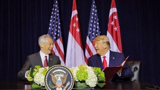 Thủ tướng Singapore và Tổng thống Mỹ tại lễ ký kết